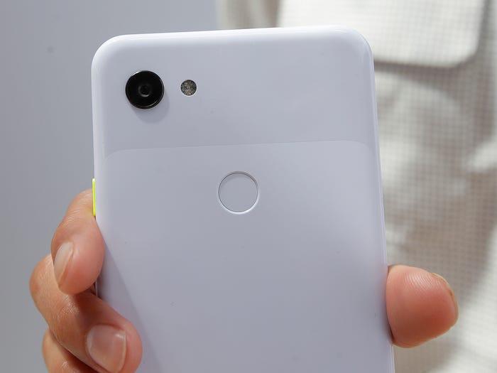 4 tính năng trên Google Pixel 3a mà chiếc iPhone SE mới của Apple không có