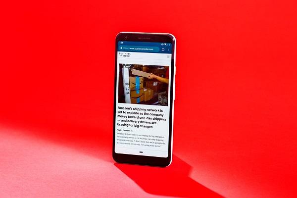 4 điểm iPhone SE mới không bằng Google Pixel đời cũ