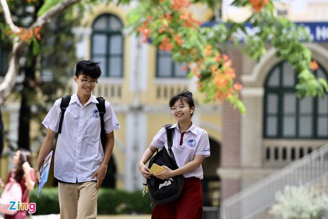 Học sinh, sinh viên ở TP.HCM trở lại trường từ ngày 4/5