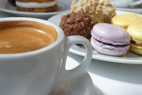"""Nghiên cứu phát hiện thấy cà phê giúp bạn cảm nhận được vị ngọt """"đã hơn"""" khi ăn đồ ngọt"""