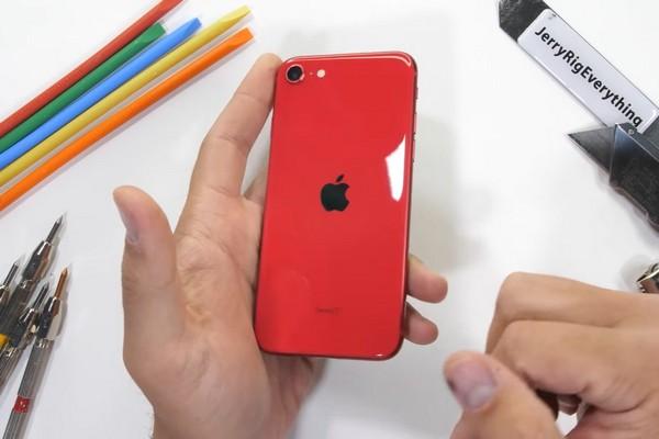 JerryRigEverything thử độ bền iPhone SE 2020: giá rẻ mà chất lượng không hề tệ