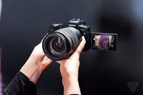 Canon tung ra phần mềm biến máy ảnh trở thành webcam, mang lại chất lượng video cực tốt