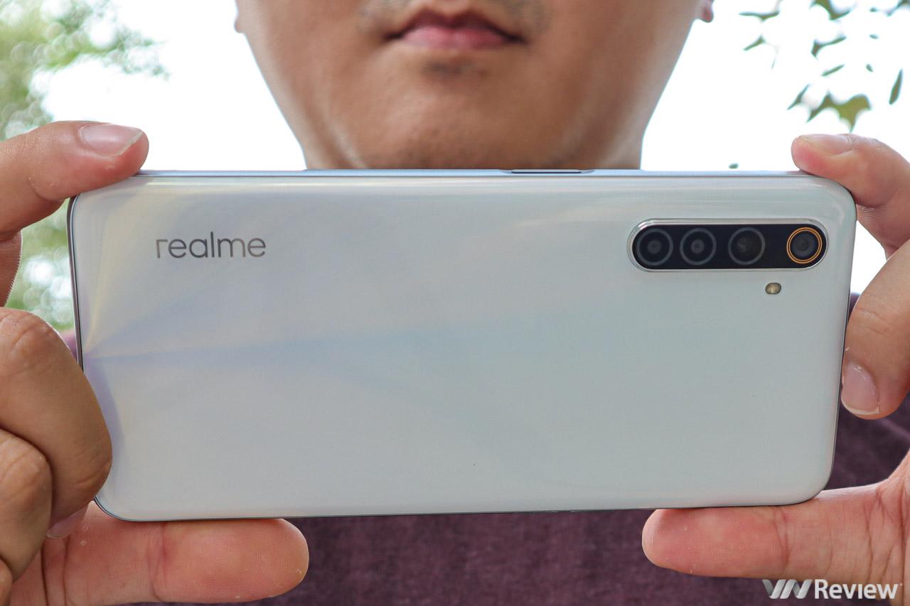 """Đánh giá Realme 6: Kẻ """"thêm dầu vào lửa"""" cho cuộc đua cấu hình"""