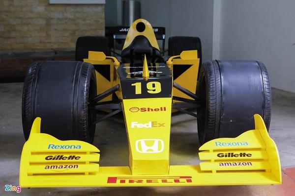 Tự làm xe đua F1 trong 2 tuần cách ly xã hội ở Hà Nội