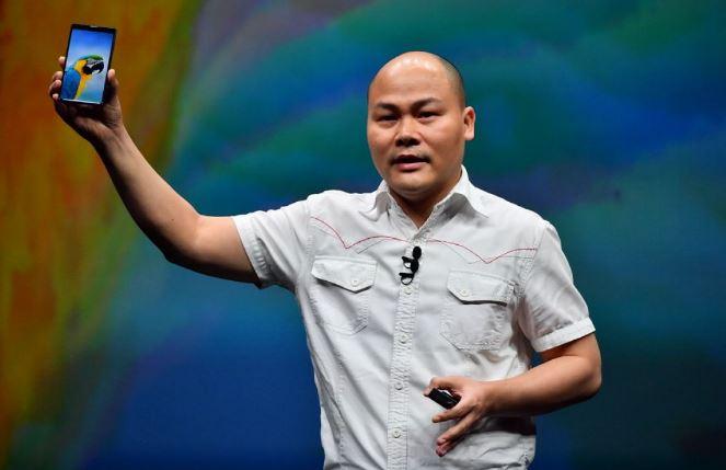 CEO Nguyễn Tử Quảng tiết lộ công nghệ chống nước qua vết nứt smartphone phải dùng kính hiển vi mới thấy