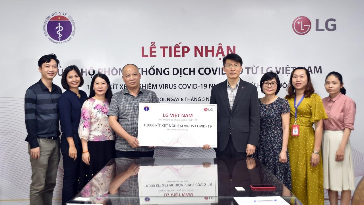 LG tặng 10.000 bộ kit xét nghiệm Covid-19 và các trang thiết bị y tế từ Hàn Quốc cho bộ y tế Việt Nam