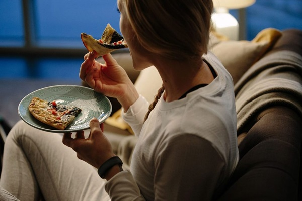 Ăn khuya có hại đối với sức khỏe như thế nào?
