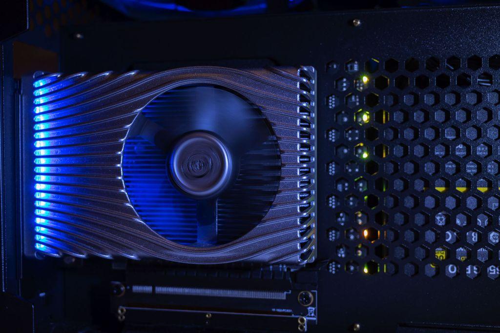 Card đồ họa cao cấp mới của Intel không thể ra mắt năm 2020