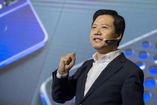 "Fan Xiaomi ""phẫn nộ"" vì CEO Lei Jun dùng iPhone"