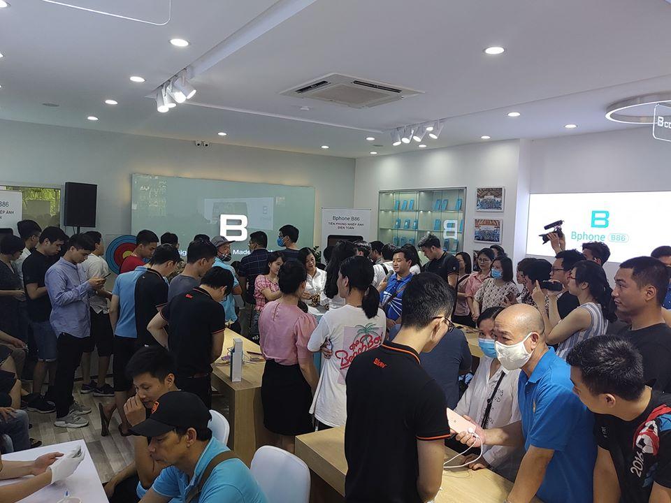 Loạt ảnh Bphone B86 trên tay những khách hàng đầu tiên