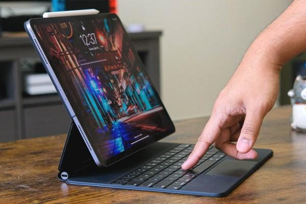"""Nhiều chủ sở hữu iPad Pro phàn nàn tình trạng """"hẻo pin"""" khi dùng kết hợp với Magic Keyboard"""