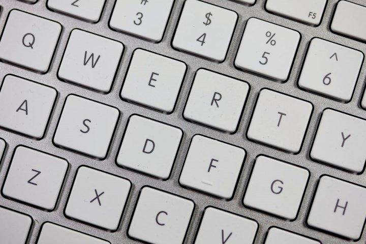 Vì sao các phím trên bàn phím theo thứ tự QWERTY chứ không ABC?