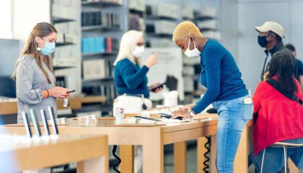 Apple bắt khách hàng đeo khẩu trang, đo thân nhiệt trước khi vào Apple Store