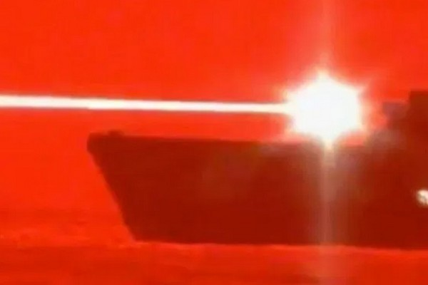 Hải quân Mỹ thử nghiệm thành công vũ khí laser có thể tiêu diệt drone