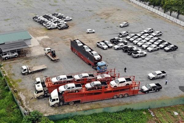 """Gần 2.700 xe cập cảng, thị trường ô tô có """"khủng hoảng thừa""""?"""