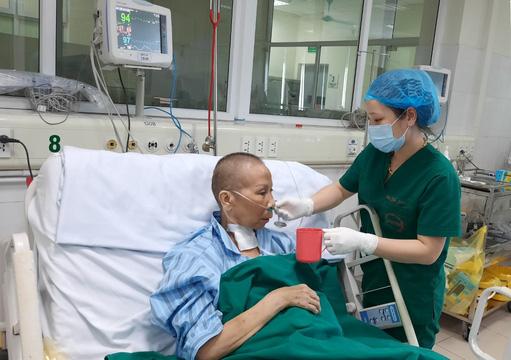 Từng sốc tim, ngừng tuần hoàn 3 lần, bác gái bệnh nhân 17 đã khỏi bệnh