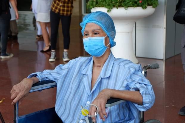 Bác gái của bệnh nhân thứ 17, tim ngừng đập nhiều lần được công bố khỏi bệnh và ra viện
