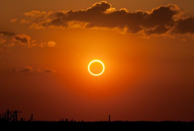 Tháng 6 có 2 sự kiện thiên văn kỳ thú: mặt trăng sẽ chuyển sang màu đỏ và nhật thực hình khuyên hiếm gặp