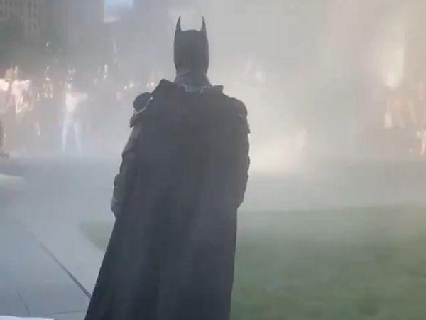 'Batman' xuất hiện giữa biểu tình Mỹ