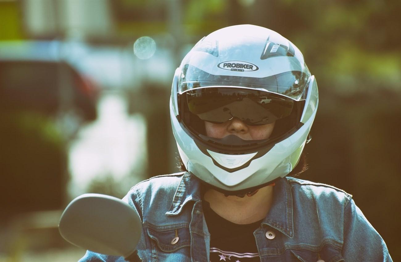 Những lợi ích khi sử dụng mũ bảo hiểm có kính