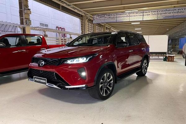 Ảnh chi tiết Toyota Fortuner 2021, lột xác về thiết kế