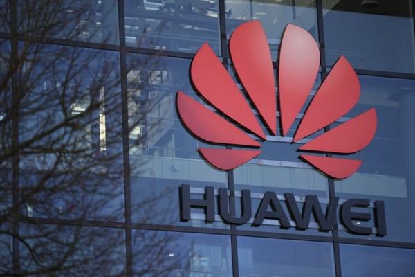 Huawei mua hàng loạt quảng cáo tràn trang tại Anh để lấy lòng giới chức chính phủ
