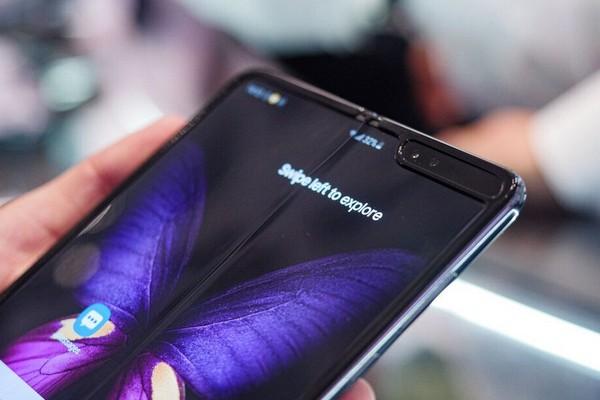 Samsung hợp tác với Corning phát triển kính siêu mỏng giá rẻ cho smartphone màn hình gập