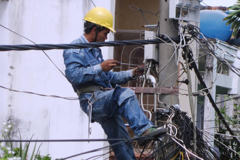 Người dân lên mạng 'khoe' tiền điện tháng 5/2020 tăng vọt