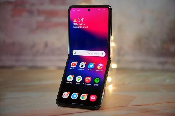 Chiếc điện thoại Galaxy Z Flip sẽ mất bảo hành nếu sử dụng miếng dán bảo vệ màn hình