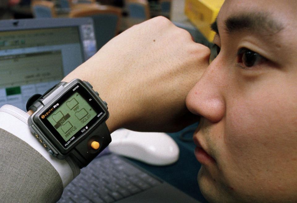 Chiếc smartwatch đầu tiên trên thế giới cũng có chung những vấn đề với thế hệ ngày nay