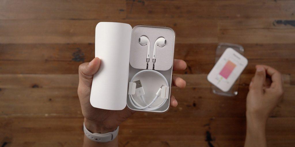 Một nhà phân tích tin rằng, Apple sẽ không tặng kèm EarPods bên trong hộp iPhone 12