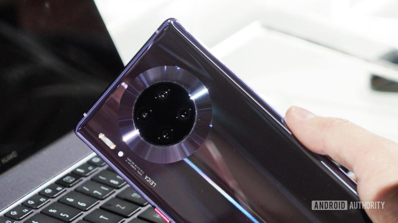 Ngấm đòn Mỹ, Huawei trì hoãn sản xuất smartphone dòng Mate