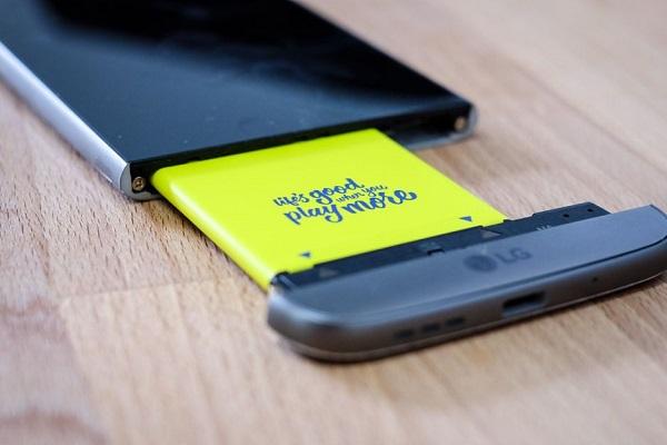 Smartphone pin rời vẫn nhiều người thích, tại sao không hãng nào làm?