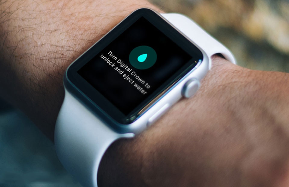 Đoạn video slow motion này sẽ cho bạn thấy nước được đẩy ra khỏi Apple Watch như thế nào