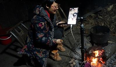 Nông dân Trung Quốc đổi đời nhờ livestream, thương mại điện tử nông thôn bùng nổ