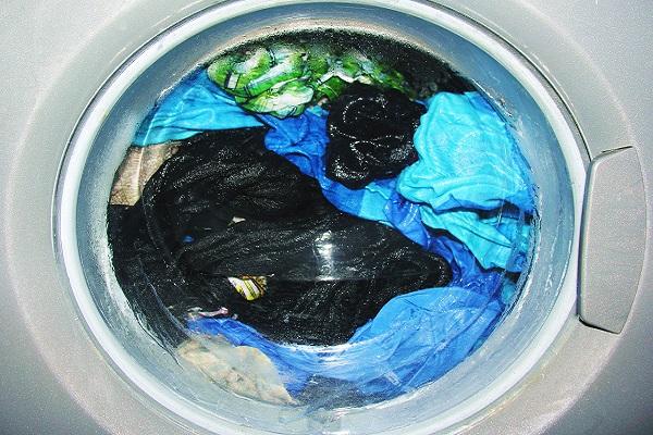 Báo động ô nhiễm hạt vi nhựa siêu nhỏ: tất cả từ quần áo mà ra!