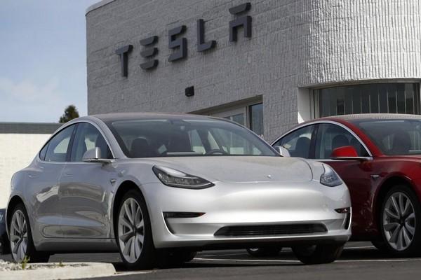 Tesla bị tố phớt lờ cảnh báo rò rỉ chất làm mát, tiềm ẩn nguy cơ cháy nổ pin cao trên xe điện