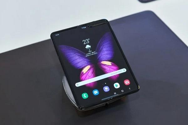 """Smartphone gập """"giá rẻ"""" Samsung Galaxy Fold Lite sẽ được ra mắt vào năm sau với giá """"chỉ"""" 900 USD"""