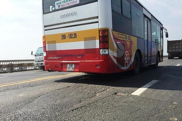 """""""Nắn"""" lộ trình 16 tuyến xe buýt để sửa chữa mặt cầu Thăng Long"""