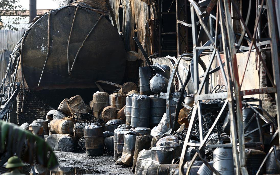 Cháy kho hóa chất Đức Giang: Có phải cồn methanol?