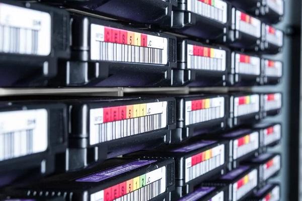 Đây là lý do tại sao băng từ luôn trội hơn ổ cứng HDD truyền thống và SSD về mặt lưu trữ