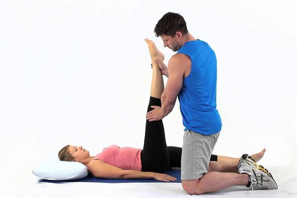 Chăm chỉ tập kéo giãn chân thụ động có thể giúp giảm nguy cơ bệnh tim, tiểu đường