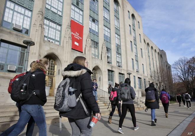 Du học sinh có thể bị trục xuất khỏi Mỹ nếu học online 100%