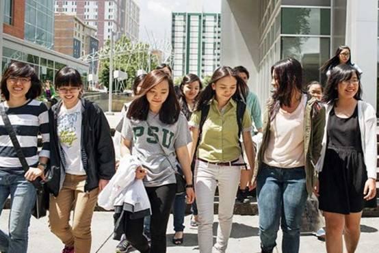 Nguy cơ bị trục xuất khỏi Mỹ 'lơ lửng' trên đầu 24.000 du học sinh Việt Nam như thế nào?