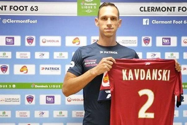 Đáng sợ: Cầu thủ nhiễm Covid-19 vào sân thi đấu lây bệnh cho 20 cầu thủ khác