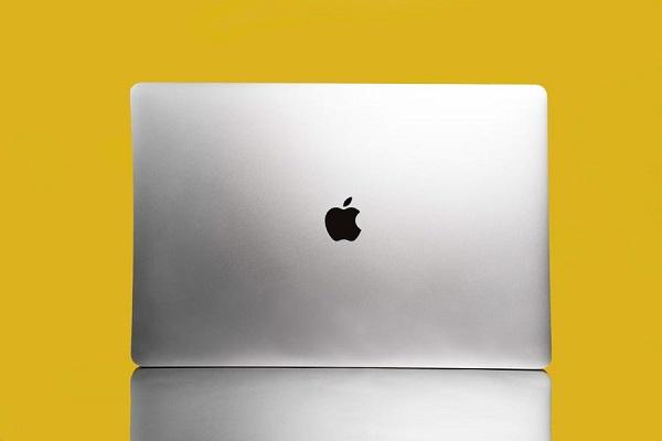 MacBook tương lai có thể sẽ trông rất giống iPhone, đó là những gì mà Apple cần để vượt qua Windows