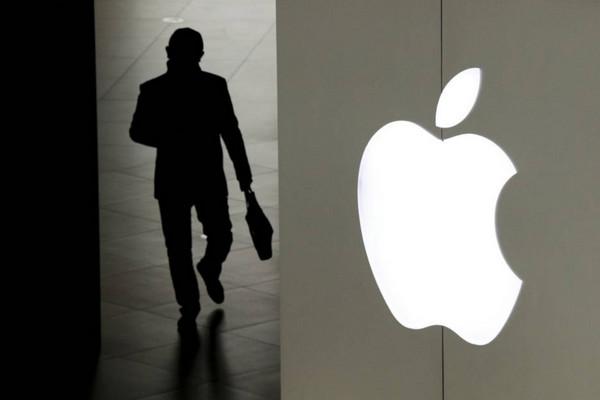 Apple lại phải trả Samsung gần 1 tỷ USD tiền phạt chỉ vì mua ít tấm nền OLED
