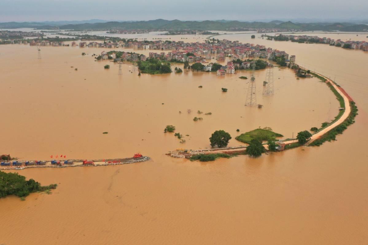 Vì sao mưa lớn và lũ lụt ở Trung Quốc kéo dài tới hơn 1 tháng liền?