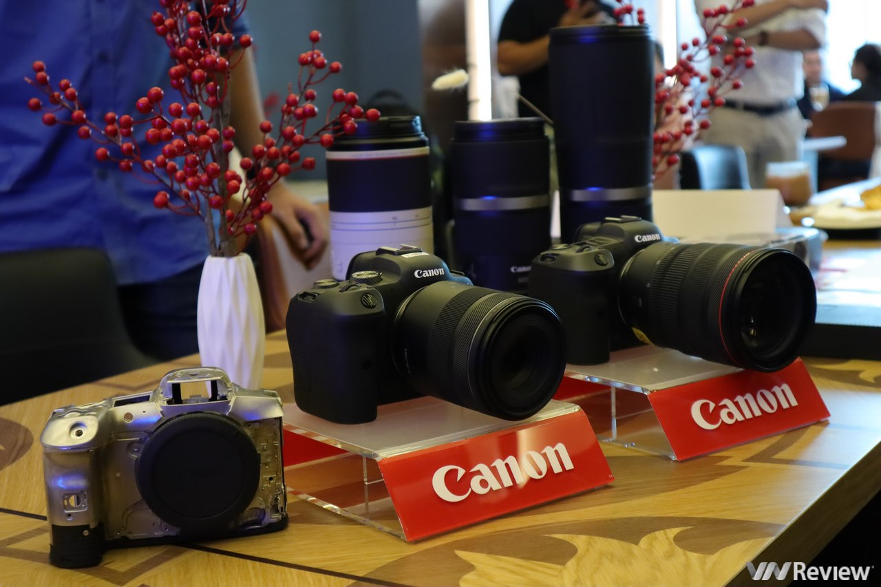 Canon ra mắt mirrorless Full Frame EOS R5 và R6 tại Việt Nam: máy ảnh đầu tiên quay phim 8K, giá lần lượt 120 triệu và 78 triệu đồng