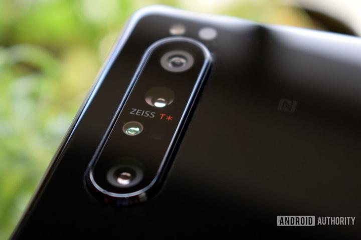 Camera trên Sony Xperia 1 II là ví dụ điển hình của thiết kế phần mềm bất hợp lý
